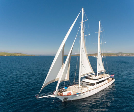 Alquiler de veleros de motor en Croacia
